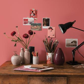 arbetsrum rosa vägg
